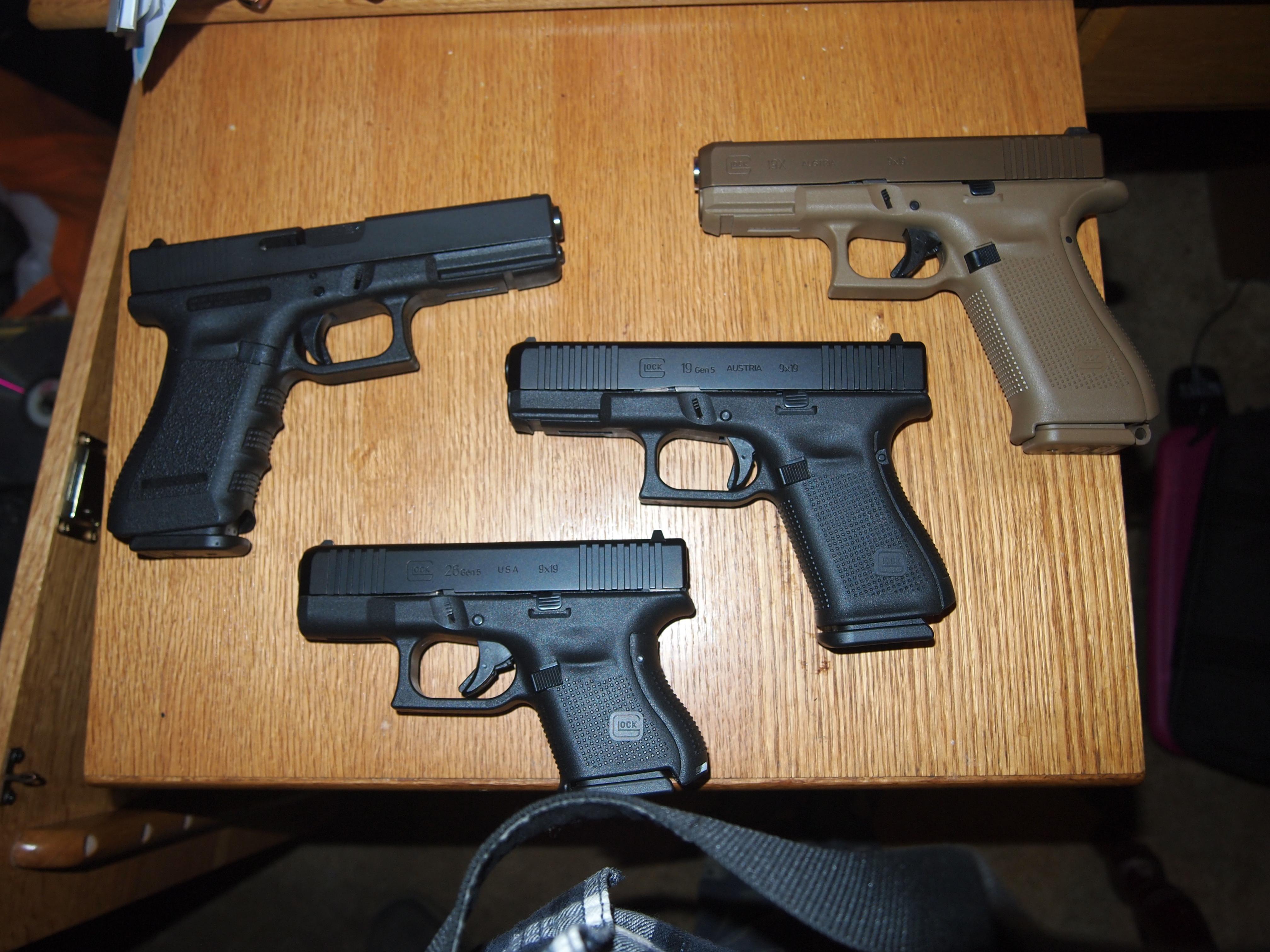 A few Glocks.-p1010273.jpg